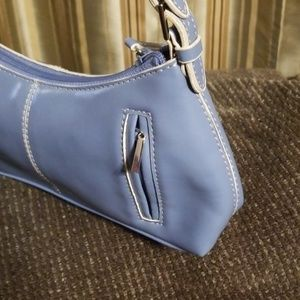 Nine West small blue clutch